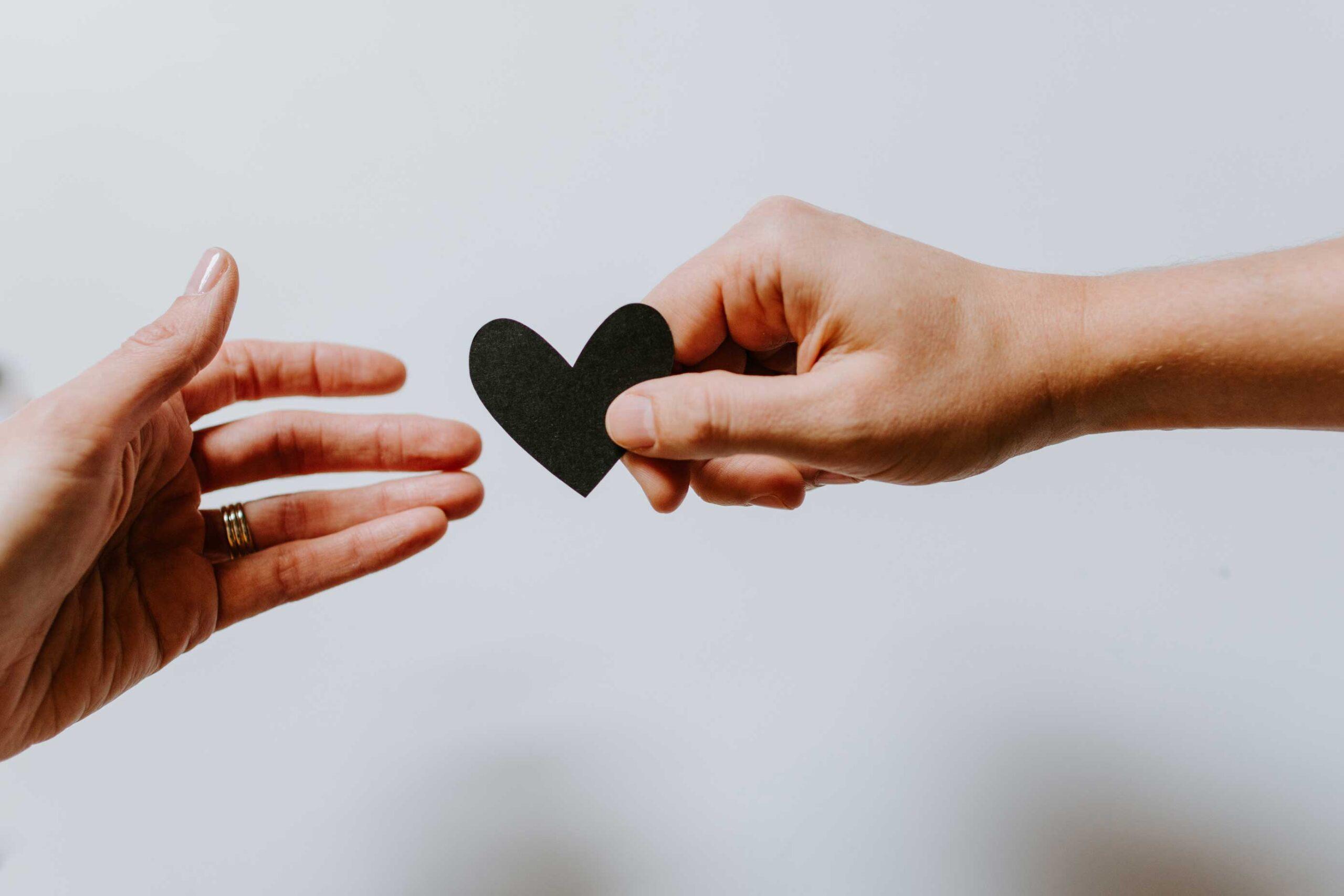 Humain, mains et coeur
